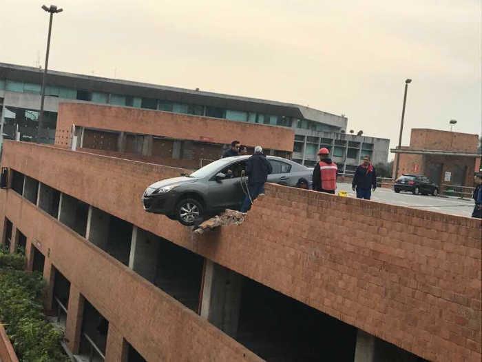 Неудачно припарковался. | Фото: Twitter.